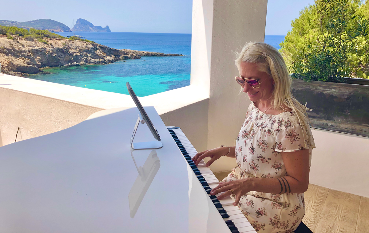 Romantic piano music played by Ibiza wedding pianist at Elixir